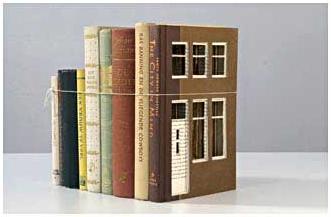 Bewerkte boeken van beeldend kunstenaar Frank Halmans